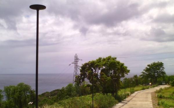 LU-NM01 - Candélabre solaire style moderne 24 Leds de 4.5m de hauteur